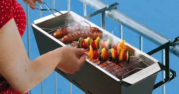 Balcony BBQ. Looks like a great idea for those with small spaces.