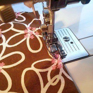 Top Stitching With An Overcast Foot Sewing Machine Feet Bee Fabric Sewing Bee