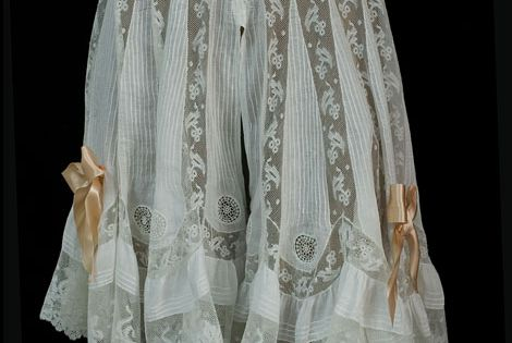 Fancy knickers with alternating panels of lightweight for Couture a valenciennes