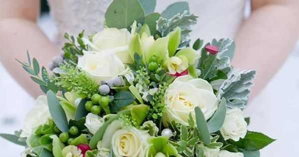 september wedding flowers what 39 s in season boutonnieres. Black Bedroom Furniture Sets. Home Design Ideas