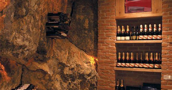 cave une cave du vin bien rang e de luxe superieur avec des rangements en acheter. Black Bedroom Furniture Sets. Home Design Ideas