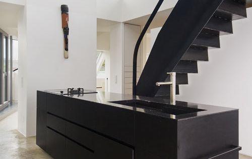 Loft renovation by lakonis architekten vienna black - Lakonis architekten ...