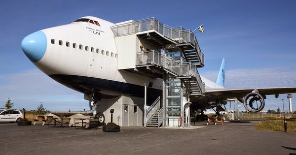 Jumbo hostel stockholm s airplane hotel on a disused for Hotels near arlanda airport sweden