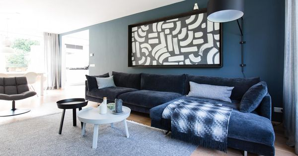 Blauw in je interieur diepblauwe wand in woonkamer for Interieur lin