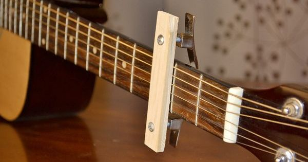 Acoustic Guitar Capo Use