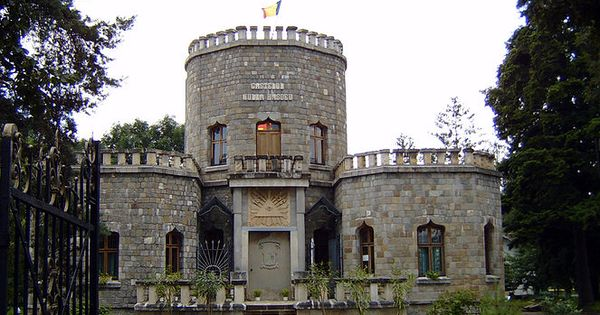Small castle house plans the iulia hasdeu castle is a for Small castle house