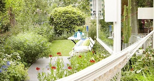 Weelderige romantische stads tuin met blauwe witte en for Garden designs by jacqueline