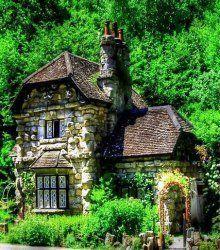 Storybook Cottage Designs The Fabulous Cottages Of Blaise Hamlet Natursteinhauschen Marchenhafte Hutte Hutten Design