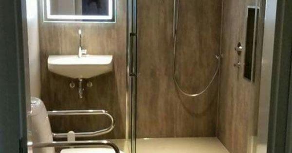 Warme badkamer geschikt voor de rolstoel met antislip douchevloer van cossolid door baderie laan - Warme badkamer ...