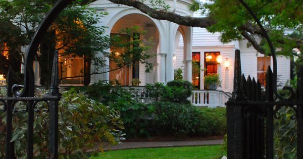 S Battery Street Garden And Gate Charleston Sc Southern Charm Pinterest