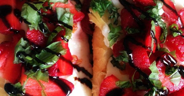 Roasted strawberries, Chicken sandwich and Sandwiches on Pinterest