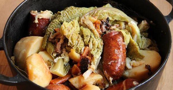recette chou vert brais aux saucisses la cuisine familiale un plat une recette plats. Black Bedroom Furniture Sets. Home Design Ideas