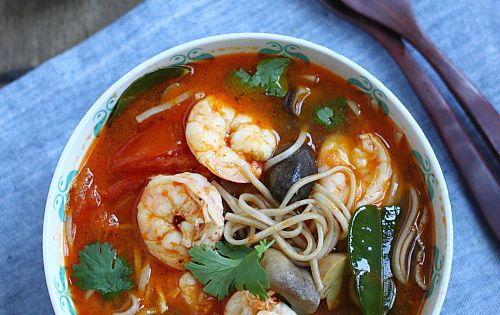 15-Minute Tom Yum Noodle Soup | Recipe | Sushi, Spicy and ...