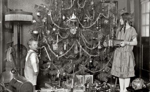 ::: Vintage Photograph ::: Washington, D.C., circa 1920. A Christmas tree with
