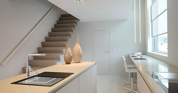 Moderne keuken eiland open trap foto keuken pinterest for Foto trap interieur