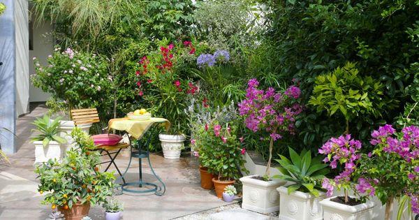 terrasse und sitzplatz mediterran gestalten lorbeerbaum sitzplatz und farbenfroh. Black Bedroom Furniture Sets. Home Design Ideas