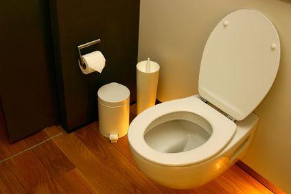 Pour nettoyer naturellement le fond de votre cuvette il existe une astuce de - Nettoyer le fond des toilettes ...