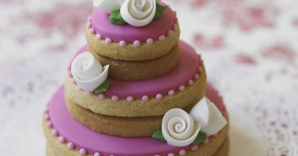 Adorable stacked cookies made to look like a wedding cake ...