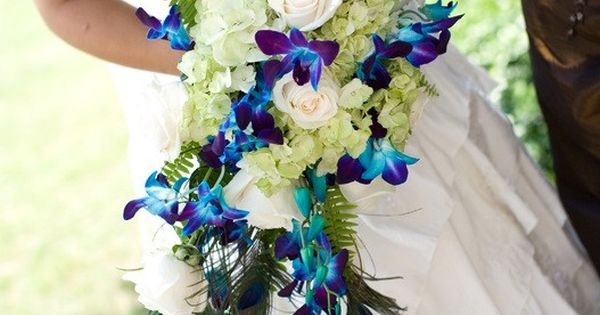 Chances are your florist will help you arrange the perfect bouquets for your wedding day. However, it doesna??t hurt to come up with a few design ideas on your ow