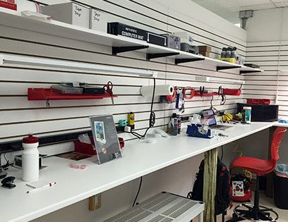 Macbook Repair Repair Is Absolutely The Top Service In The Dubai For Advanced Tech Support Phone Repair Macbook Repair Shop Interiors