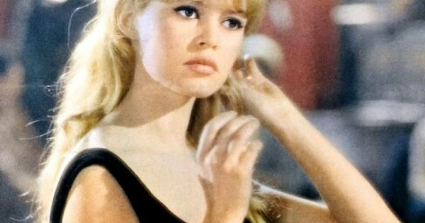 Brigitte Bardot Classic Hairstyle Half Up Half Down 60s 40 60 S Hairstyles Pump Up The