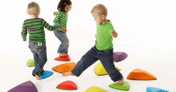 Rivierstenen met deze loopstenen kunnen kinderen hun co rdinatie en balans ontwikkelen de - Een stuk grond ontwikkelen ...