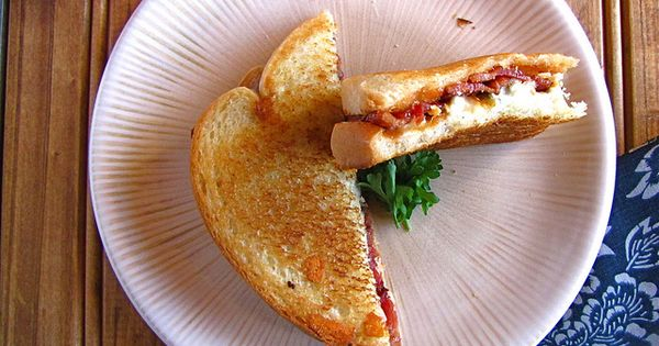 Making this for dinner! Booya. Barbecued Bacon-Blue Grilled Cheese | Miss in