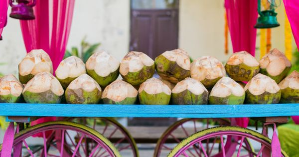 How To Keep Your Guests Comfy At Your Outdoor Wedding: Coconut Water Stand At Your Summer Wedding