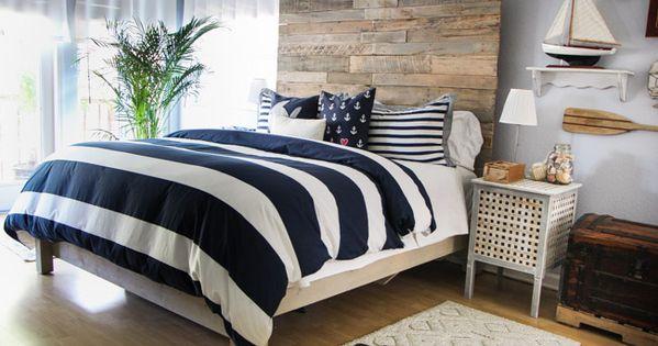 tolle r ckwand aus holz f r das bett im schlafzimmer. Black Bedroom Furniture Sets. Home Design Ideas