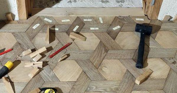 Gestion De La Porte Parquet Tapis Hexagone En Bois Debout Et Bois De Fil Chene Massif Atelier Des Granges With Images Geometric Floor Wooden Wall Tiles
