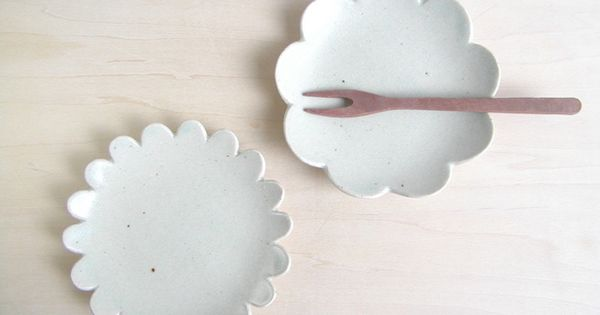 Scalloped dishes from Creema Dishes