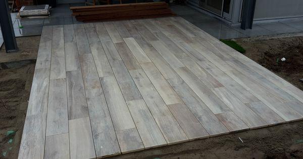 Terras in keramische tegels in houtlook kronos 120x20x2 uitvoering dr tuintegels - Houten terras en tegels ...