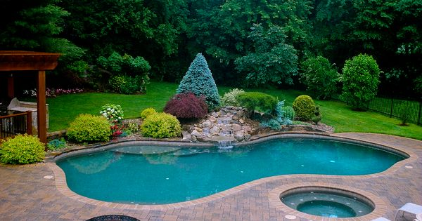 Plunging pools and landscaping pools and backyard for Landscape design for pool areas