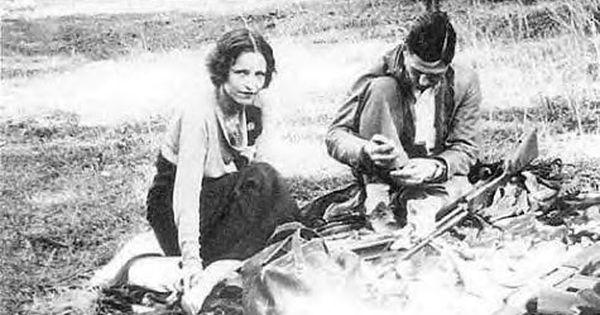 Bonnie Clyde Cleaning Their Guns Photo Album Bonnie Parker