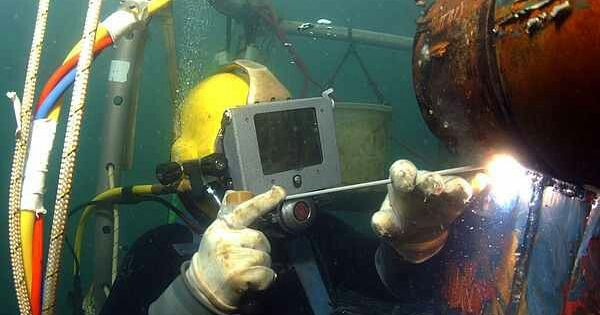 Underwater Welder Under The Sea Pinterest Underwater