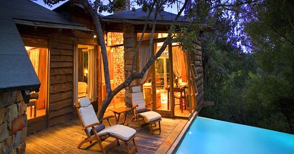 tree house master pete nelson tree house hotels these tree house hotels are enchanted palaces. Black Bedroom Furniture Sets. Home Design Ideas