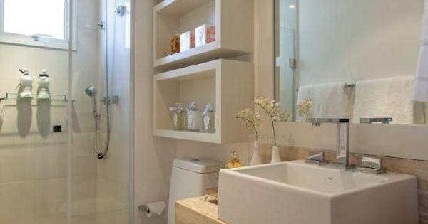 wandregale und unterschr nke bringen stauraum in kleine. Black Bedroom Furniture Sets. Home Design Ideas