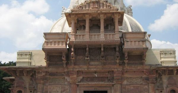 Shwetambar and Digambar Jain temple, Maksi | Jainism ...