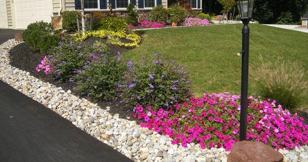 Magnifique d coration florale dans le jardin jardin en for Amenagement paysager simple