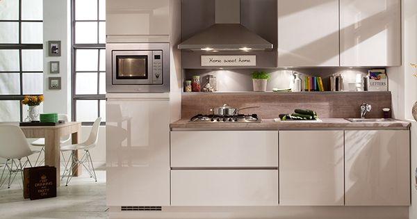 Deze prachtige greeploze keuken straalt klasse uit en brengt rust in de keukenruimte onze - Optimaliseren van een kleine keuken ...