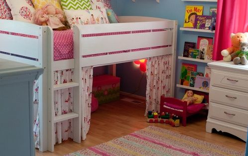 Little girls room - like the slightly raised bed with play space
