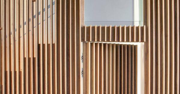 Lambris mural design et panneaux déco en lamelles de bois  Portes ...
