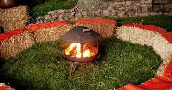 Hay bales around the fire pit too of course grandma 39 s for Dekoideen sideboard