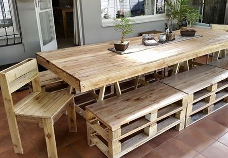 For The Larger Family This Reclaimed Pallet Dining Table Has Both Benches And Chairs Allowing