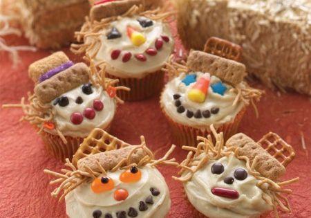Thanksgiving cupcakes, scarecrow cupcakes