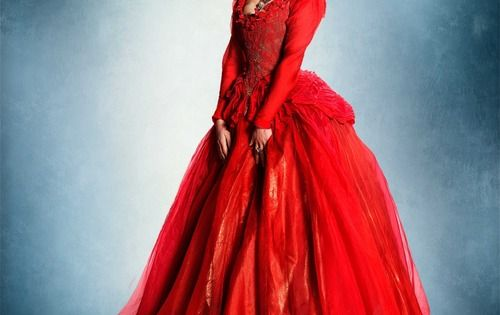 La-Belle-robe-rouge-la-belle-et-la-bete-36820741-500-635