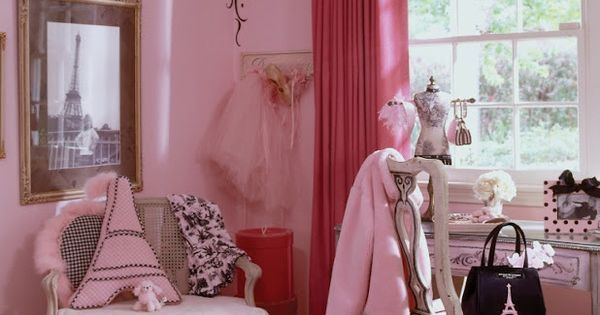 Eliana Is Changing Her Bedroom To A Paris Themed Bedroom