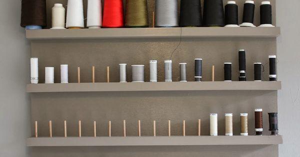 rangement de bobines de fils am nagement atelier couture arts cr atifs pinterest fils. Black Bedroom Furniture Sets. Home Design Ideas