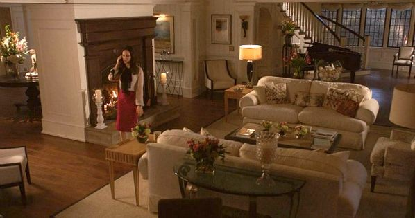 Revenge The Sets Behind The Scenes At Grayson Manor In The Corner Fireplaces And Over Sized
