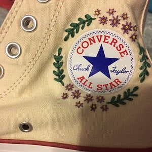 Flower Embroidered Converse en 2020 | Broderie sur vetement ...